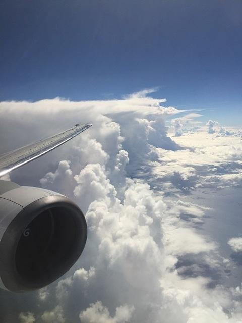 機窓からの積乱雲.jpg